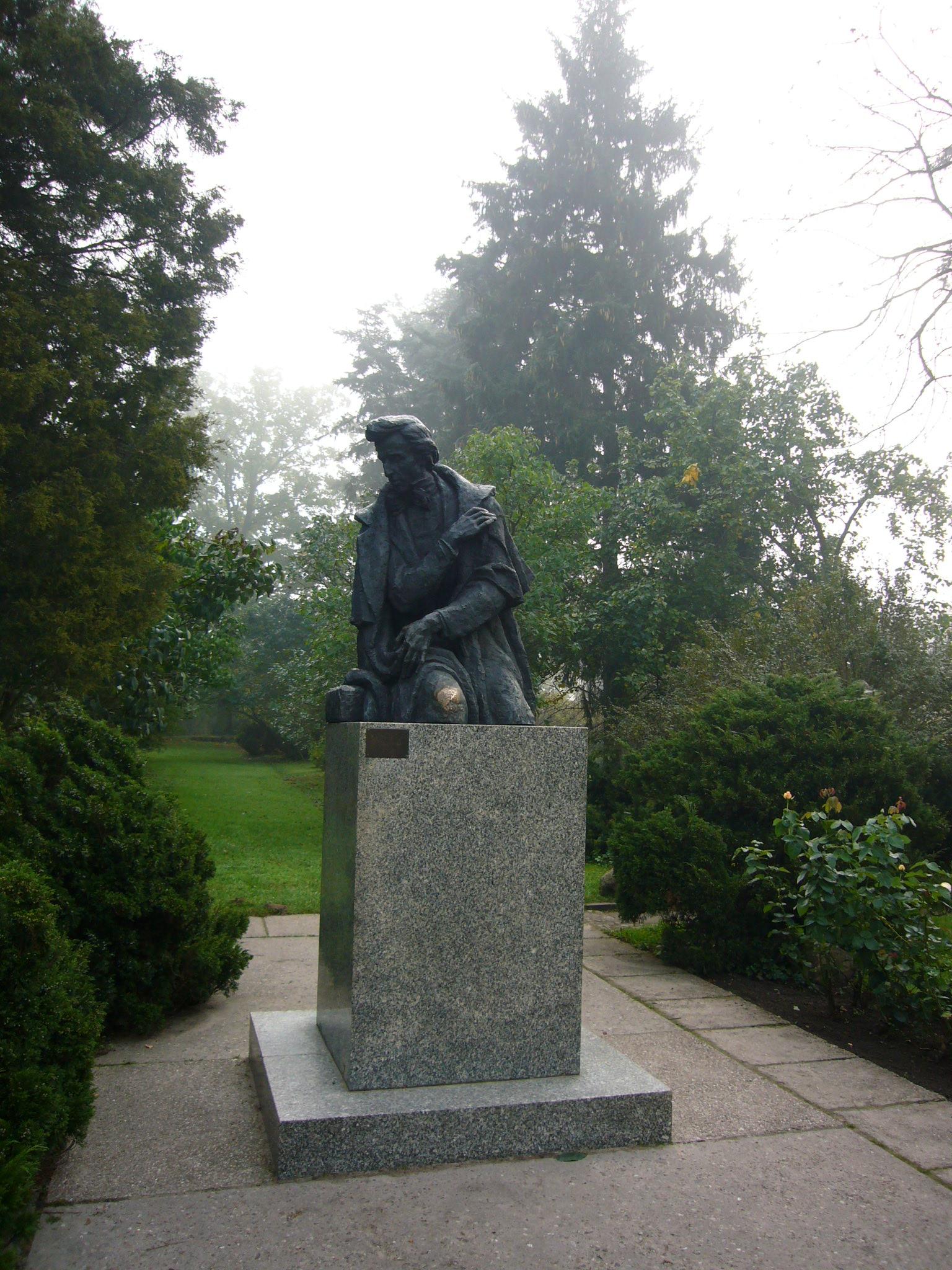 ショパン像(ワルシャワ)